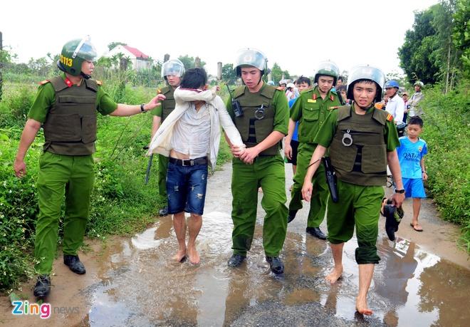 Canh sat 113 vay bat hanh khach di xe khong tra tien hinh anh 10