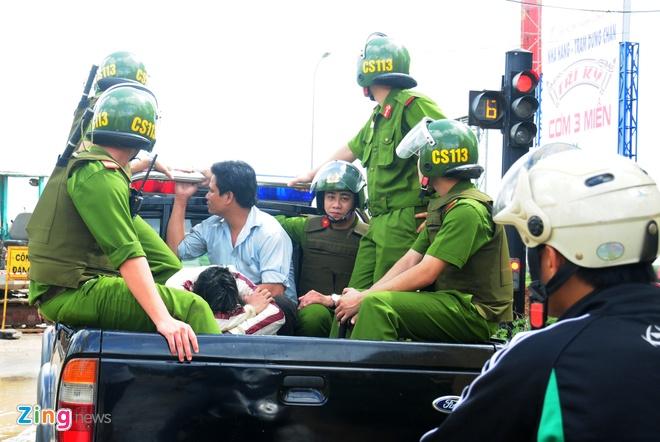 Canh sat 113 vay bat hanh khach di xe khong tra tien hinh anh 11