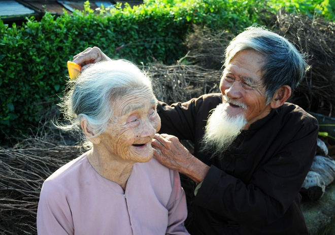 'Bo lao tinh gia' o Hoi An hinh anh