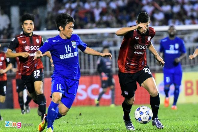 DKVD V.League thang doi bong Thai Lan 2-1 hinh anh 1