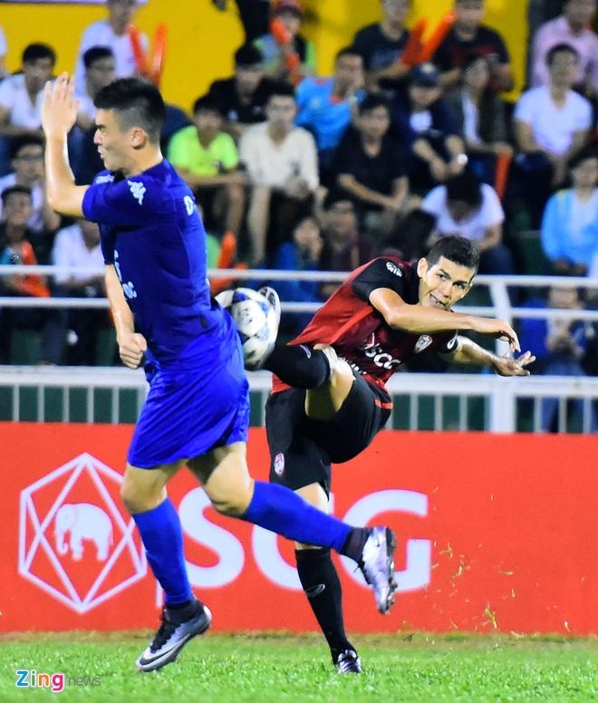 DKVD V.League thang doi bong Thai Lan 2-1 hinh anh 2