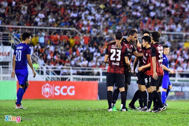 DKVD V.League thang doi bong Thai Lan 2-1 hinh anh 5