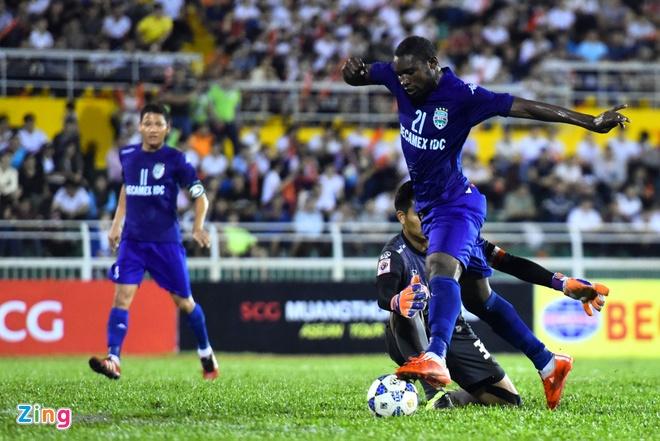 DKVD V.League thang doi bong Thai Lan 2-1 hinh anh 3