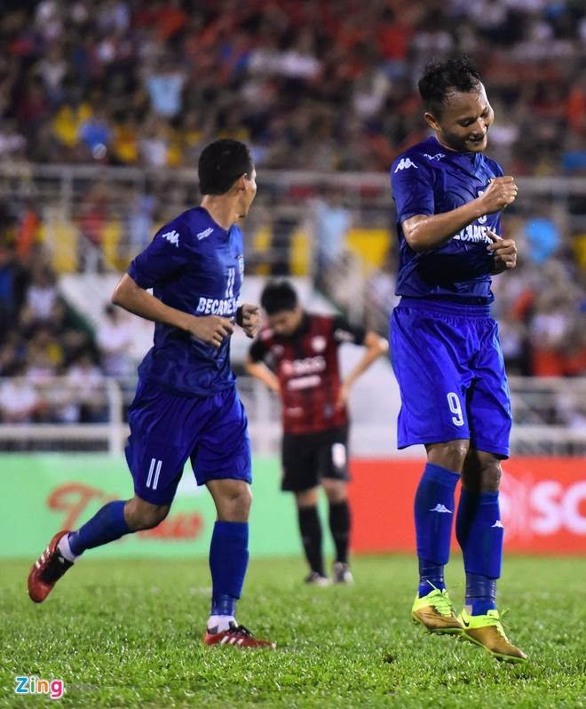 DKVD V.League thang doi bong Thai Lan 2-1 hinh anh 6
