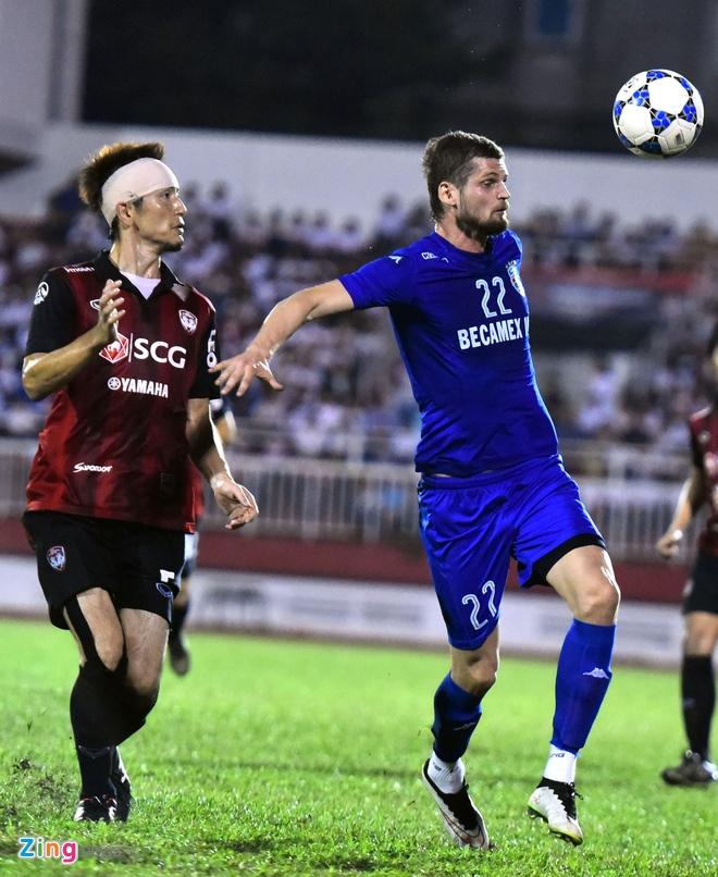 DKVD V.League thang doi bong Thai Lan 2-1 hinh anh 7