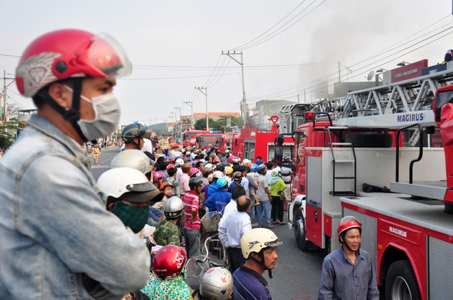 Tram nguoi cung chua chay cua hang dien tu o Quang Ngai hinh anh 3