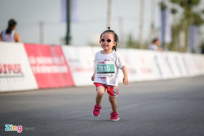 Hang nghin tre em tham gia chay marathon 2 km hinh anh