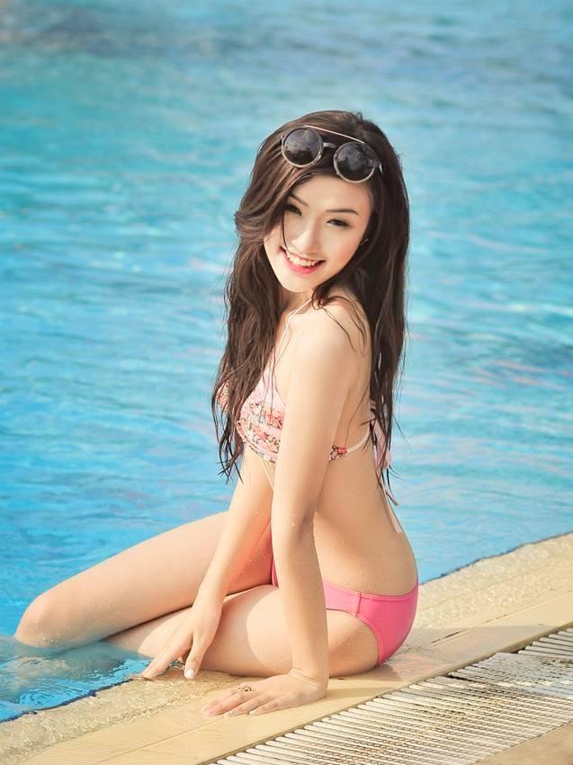 Nu sinh truong Bao dien bikini goi cam ben be boi hinh anh 7