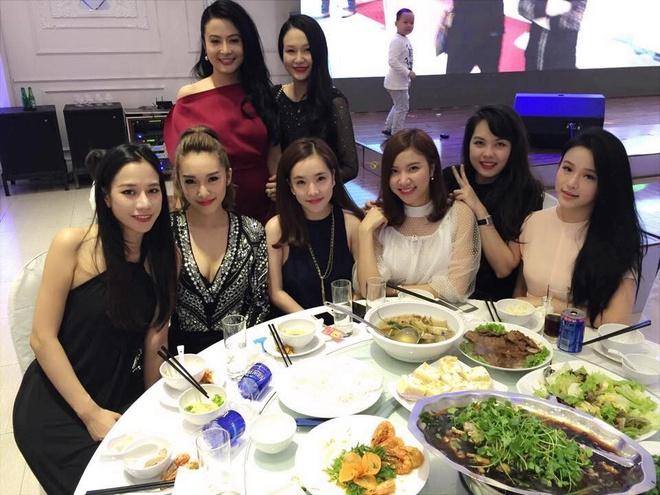 Dan hot girl Ha thanh den mung day thang con trai Tuan Hung hinh anh 1