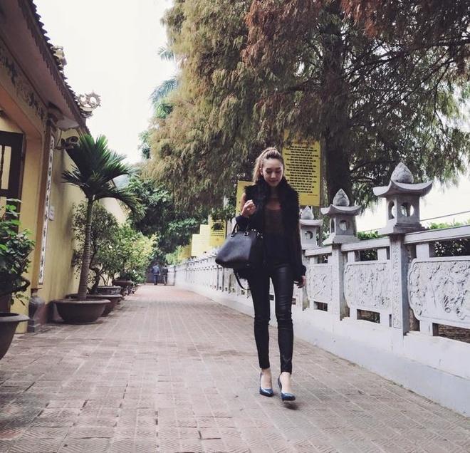 Facebook hot girl tuan qua: Mie hanh phuc ben JVevermind hinh anh 4
