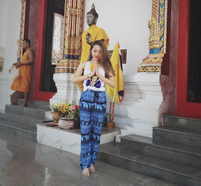 Facebook hot girl tuan qua: Sam dien vay hoa tiet trong suot hinh anh 6