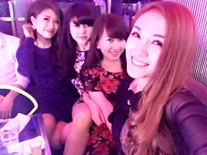 Facebook hot girl tuan qua: Chi Pu leo len vai ban dien hinh anh 2