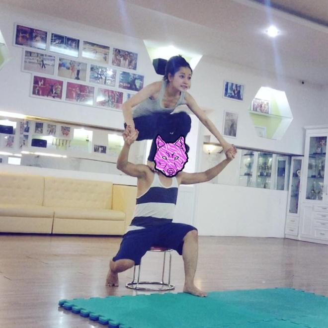 Facebook hot girl tuan qua: Chi Pu leo len vai ban dien hinh anh