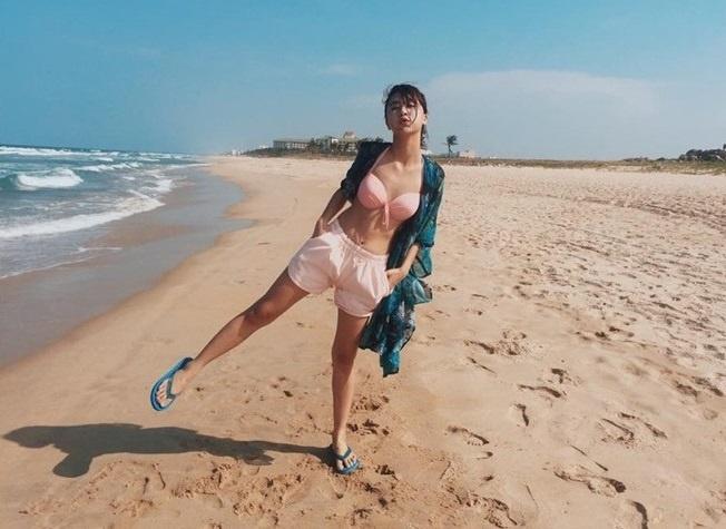 Hot girl Viet khoe dang thon gon voi bikini hinh anh 3