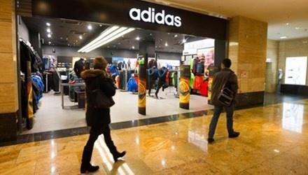 Adidas ngung hoat dong 200 cua hang o Nga hinh anh
