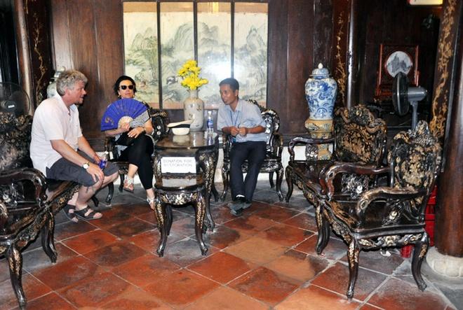 Kho bau vat co trong ngoi nha 250 tuoi o Hoi An hinh anh 2 Bộ bàn ghế cổ có tuổi đời hơn 250 năm trong ngôi nhà cổ.