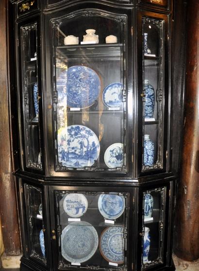 Kho bau vat co trong ngoi nha 250 tuoi o Hoi An hinh anh 3 Hàng trăm cổ vật vô giá đang được lưu giữ trong nhà cổ.