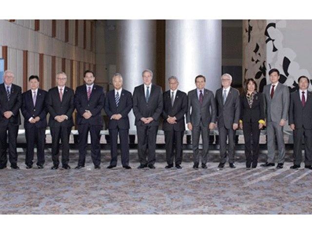 Bộ trưởng thương mại 12 nước tham gia đàm phán TPP chụp ảnh chung tại hội nghị ngày 1-10. Ảnh: Reuters