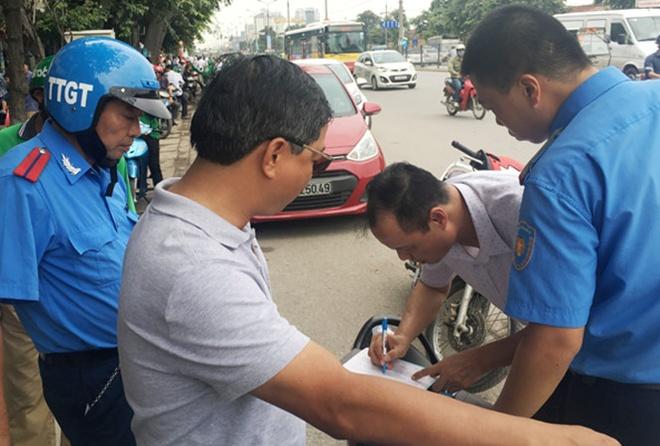 'Nhot' hang loat xe Grab, Uber vi gia danh hinh anh