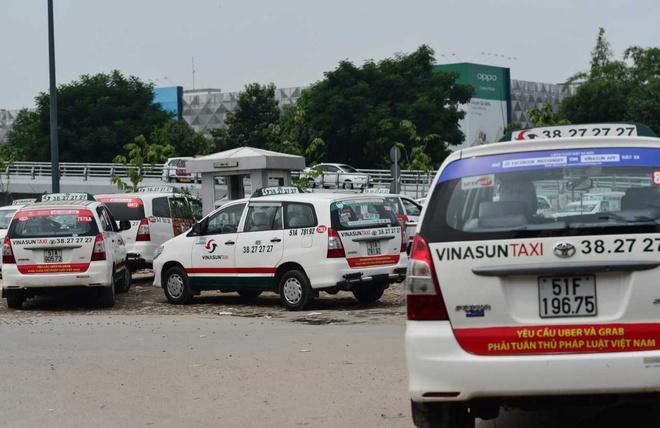 Bo Cong Thuong dang xem xet viec dan khau hieu phan doi Uber, Grab hinh anh
