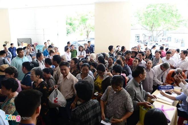 nguoi dan Thu Thiem gap Bi thu Nguyen Thien Nhan anh 1