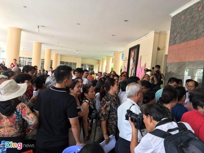 nguoi dan Thu Thiem gap Bi thu Nguyen Thien Nhan anh 5