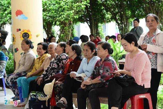 nguoi dan Thu Thiem gap Bi thu Nguyen Thien Nhan anh 3