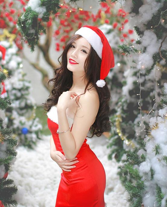 'Ba gia Noel' vai tran, vay ngan giua gia ret Ha Noi hinh anh 3