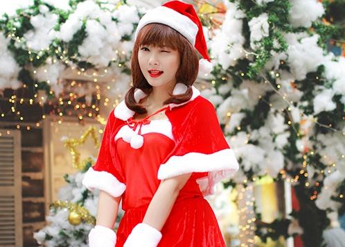 'Ba gia Noel' vai tran, vay ngan giua gia ret Ha Noi hinh anh 10