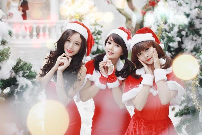 'Ba gia Noel' vai tran, vay ngan giua gia ret Ha Noi hinh anh 12