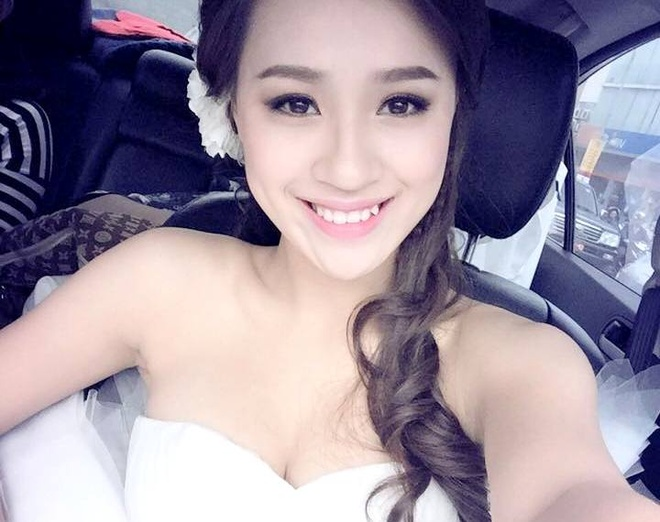 Hot teen 26/1: DJ Tit bat ngo dien vay co dau long lay hinh anh