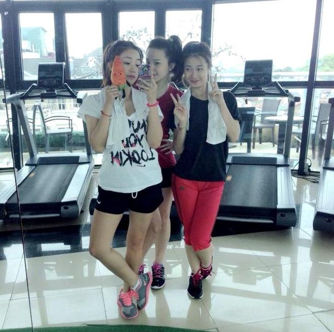 Hot girl Viet khoe dang trong phong tap gym hinh anh 4