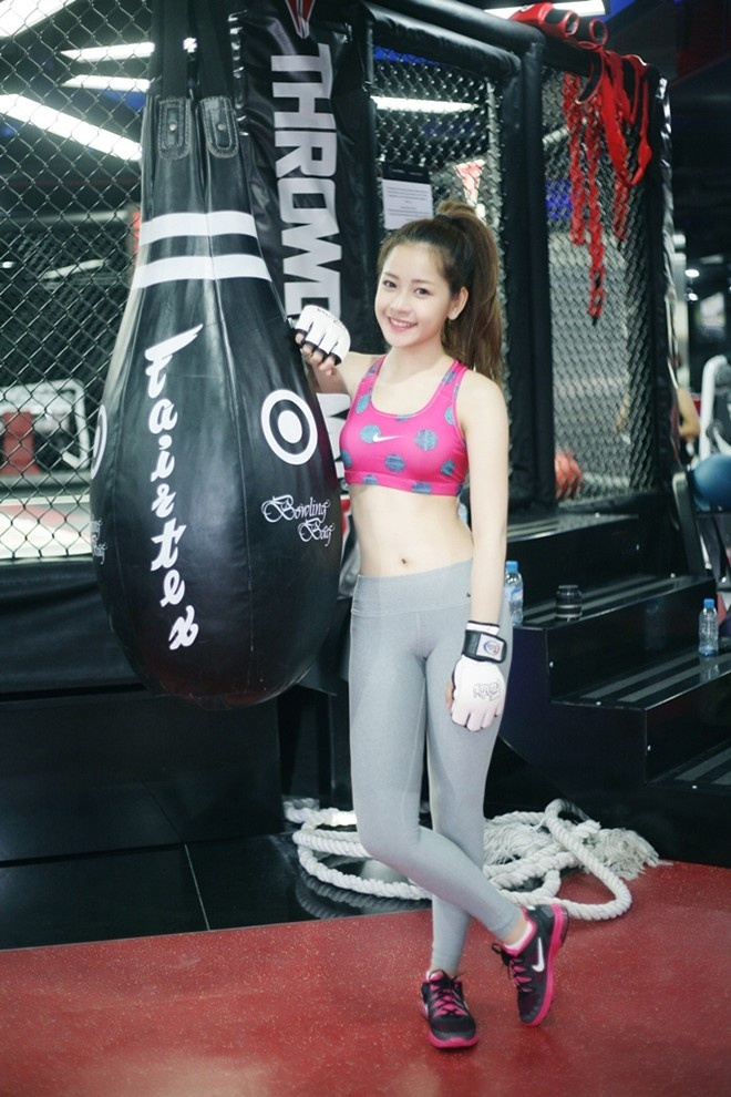 Hot girl Viet khoe dang trong phong tap gym hinh anh 8