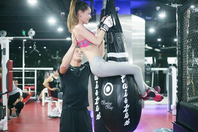 Hot girl Viet khoe dang trong phong tap gym hinh anh 7