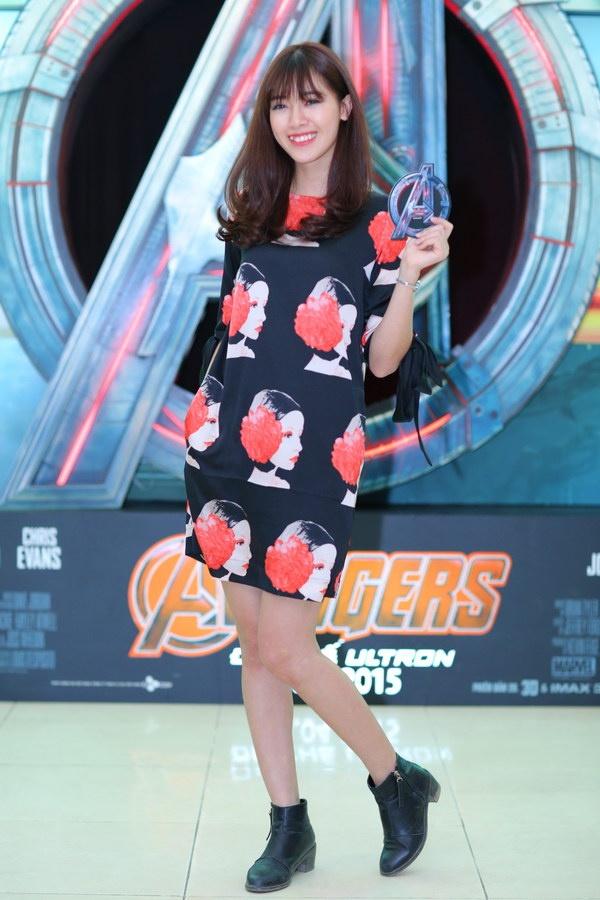 Hot girl, hot boy hoi ngo chao don biet doi The Avengers hinh anh 7