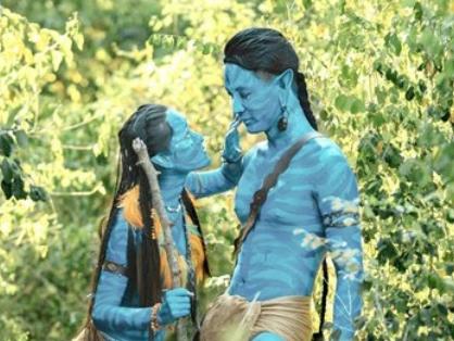 Anh cuoi hoa thanh Avatar, chup ben may bay doc dao hinh anh
