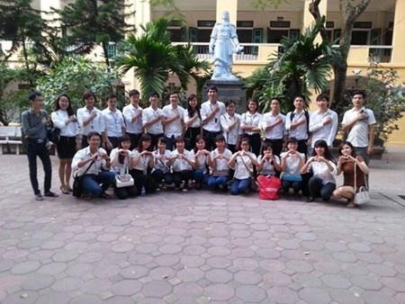 Giang vien muon day tieng Anh mien phi cho 500.000 nguoi hinh anh 3 Ngoài học tiếng Anh, thầy Sánh còn tổ chức nhiều hoạt động ngoại khóa cho lớp.