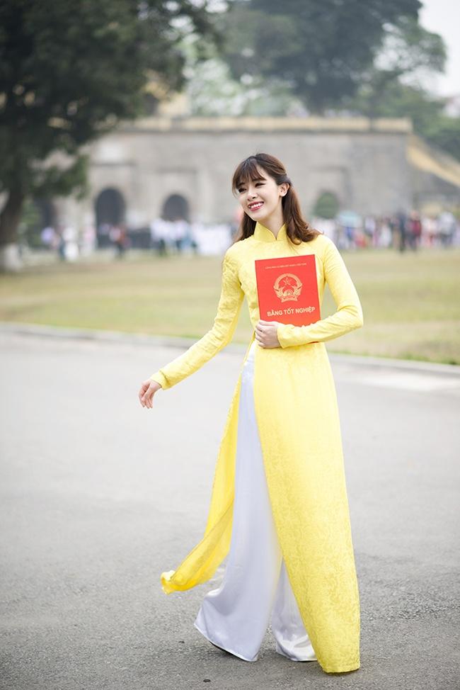 Hot girl Ha Min chup anh ky yeu chia tay giang duong hinh anh 6
