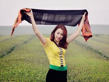 Hot girl DH Tay Bac dep diu dang trong bo vay Thai hinh anh
