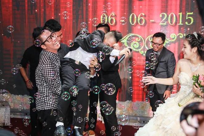 Hoang Rapper bat ngo nhac bong Phuc Bo trong le cuoi hinh anh 12