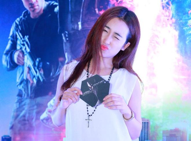 DJ Trang Moon tao dang nhi nhanh du hop bao phim hinh anh