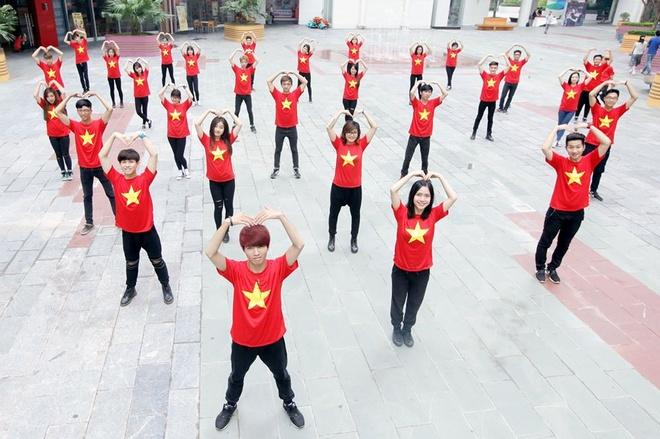 Clip 50 ban tre Viet nhay flashmob chao mung 2/9 hinh anh