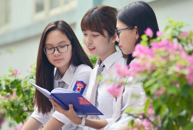 Teen Viet - Uc Ha Noi khoe dang trong dong phuc hien dai hinh anh