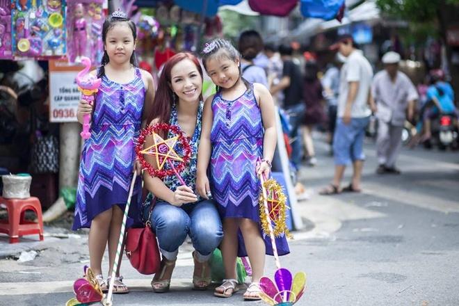 Roi nuoc mat status bo viet cho con 5 tuoi phai an kieng hinh anh 1 Cựu người mẫu Thúy Hạnh và hai con gái.