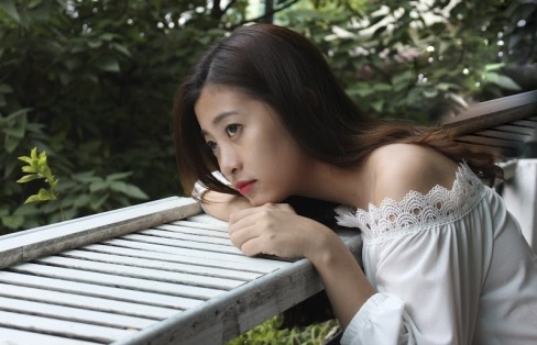 Miss Bao chi tung bi liet day than kinh mat hinh anh 2