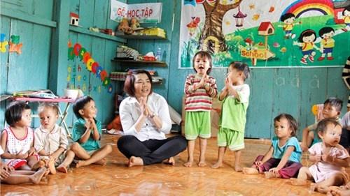 Duong mon mang ten co giao hinh anh 2 Các em nhỏ ở thôn 3 Đèn Pin (xã Trà Leng, Nam Trà My, Quảng Nam) được học tập, vui chơi trong ngôi trường kiên cố, ấm áp do cô giáo Thoa vận động xây dựng .