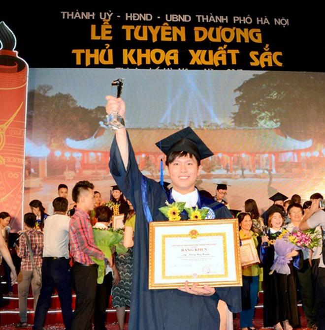 9X pha ky luc diem dau ra cua DH Ngoai thuong hinh anh 1 Huy Hoàng tại lễ vinh danh thủ khoa đầu ra xuất sắc các trường đại học tại Hà Nội năm 2015.