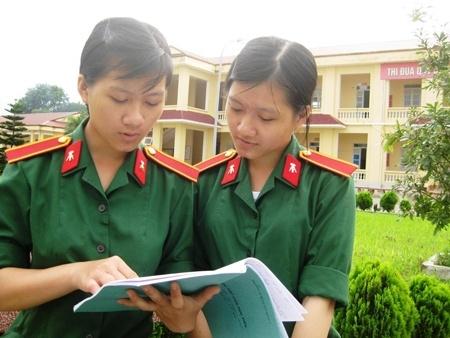 Nhung cap song sinh cung chung ly tuong hinh anh 1 Hai chị em sinh đôi Dung - Huyền trao đổi bài học.