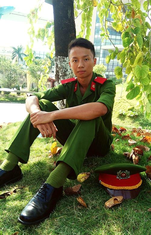 Thu khoa da tai cua Hoc vien Canh sat nhan dan hinh anh 3 Nam sinh mơ ước trở thành người chiến sĩ công an được mọi người yêu quý và tin tưởng.
