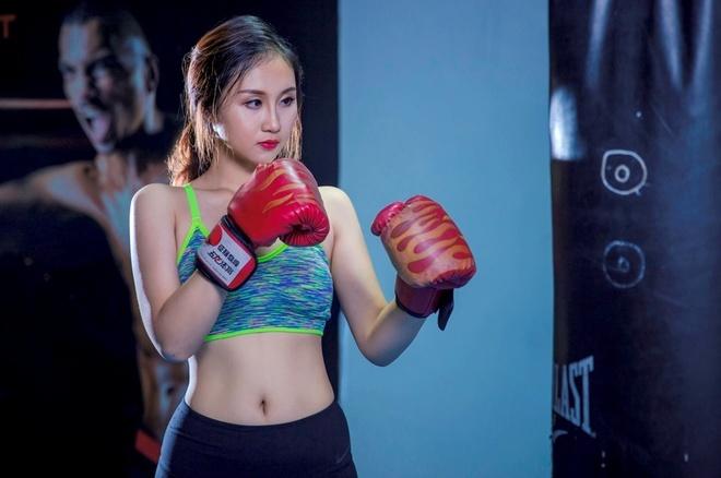 12 nu sinh DH Ngoai thuong khoe eo thon trong phong tap hinh anh 1